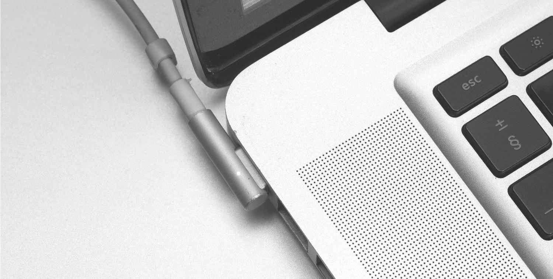 Apple chce opět použít magnetické nabíjení na MacBooku Pro.