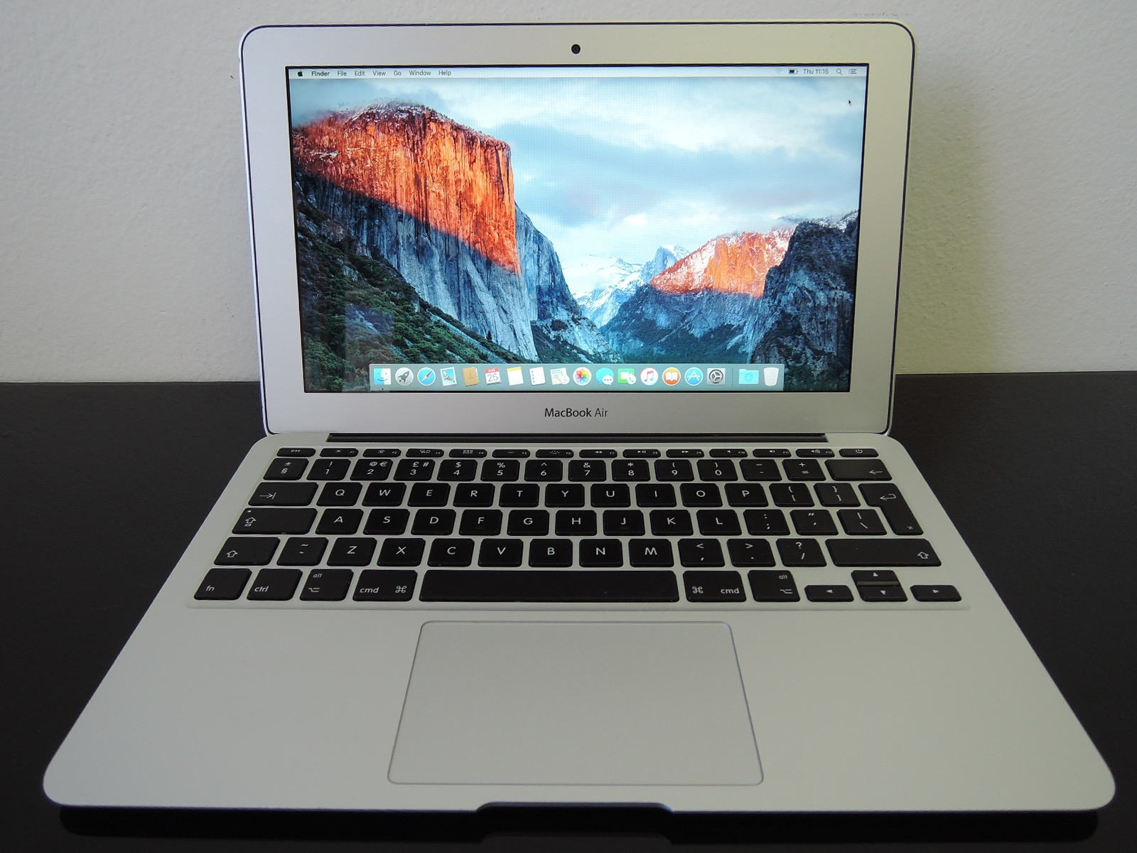 "MacBook AIR/11.6""/i5 1.4Ghz/4GB RAM/128GB SSD"