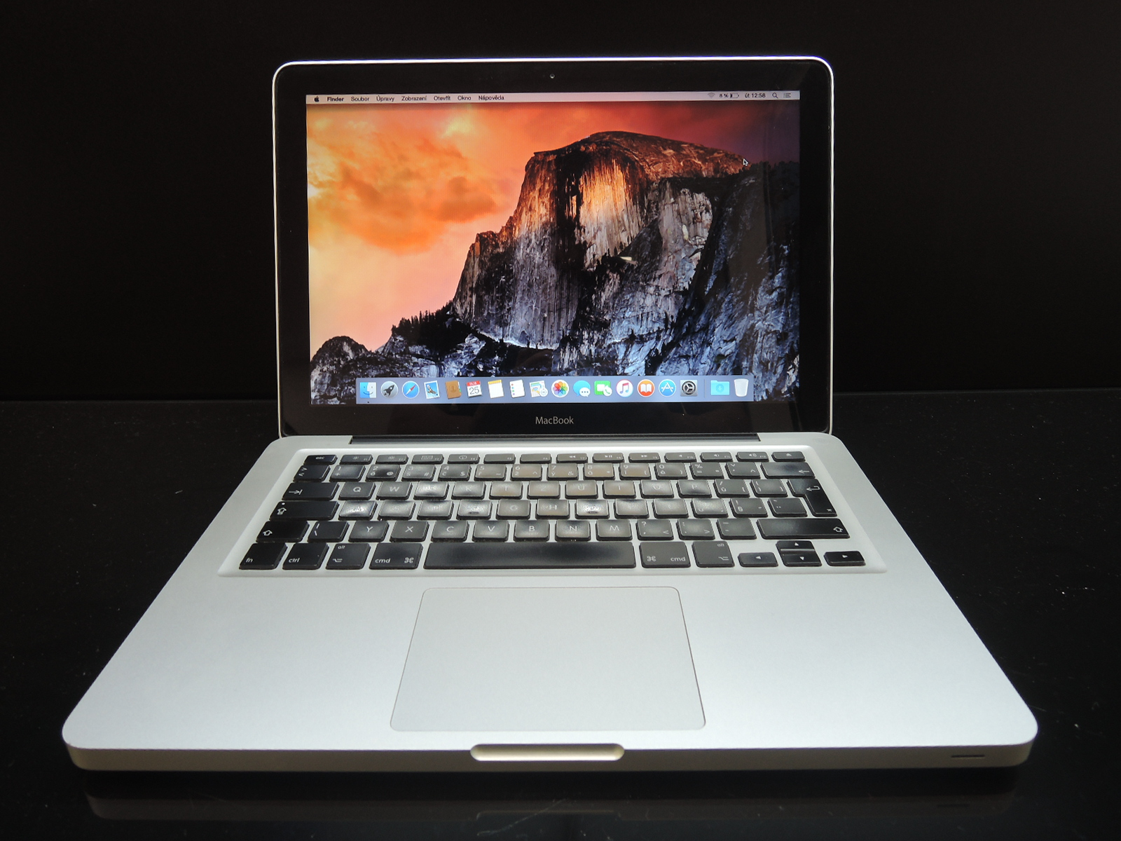 "MacBook UNIBODY 13.3""/C2D 2 GHz/4GB RAM/320GB HDD"
