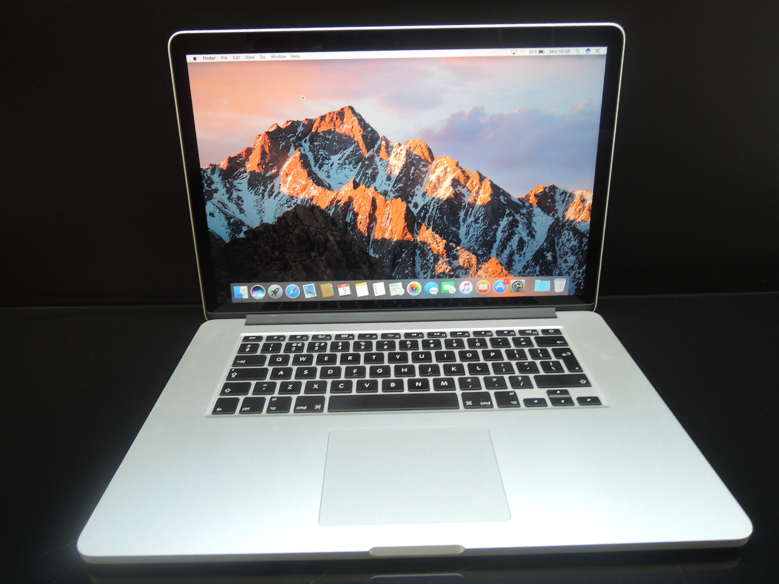 "MacBook PRO RETINA 15.4"" /i7 2.2 GHz/16GB RAM/512GB SSD"