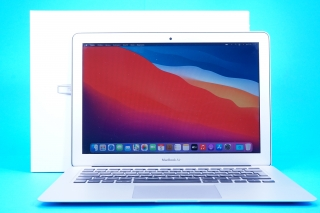 "Macbook Air 13.3"" /I5 1.3GHZ / 4GB RAM / 128GB SSD"